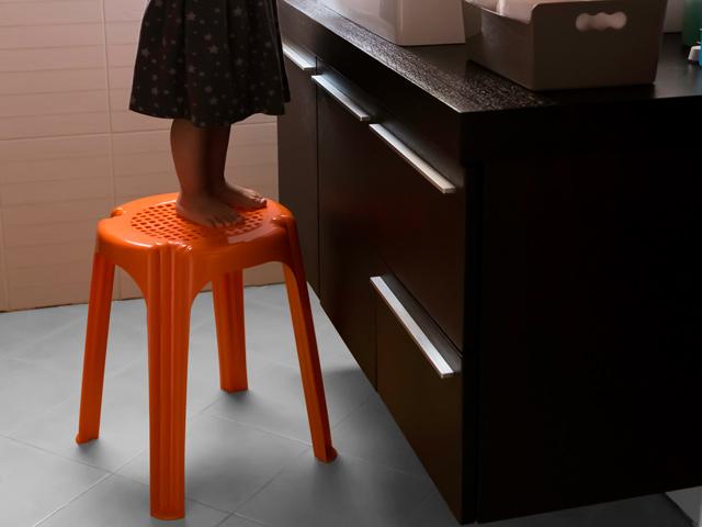 Sgabello bagno design. top sgabello in acrilico x x h with sgabello